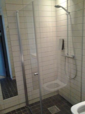 Comfort Hotel Malmo: Bathroom