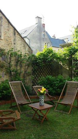 Le Manoir Sainte Victoire : Courtyard