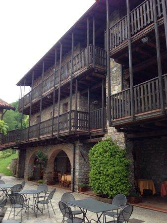 Hotel Cascina Belvedi: Cortile della cascina