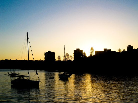 Manly Ferry: Manly at Sunset