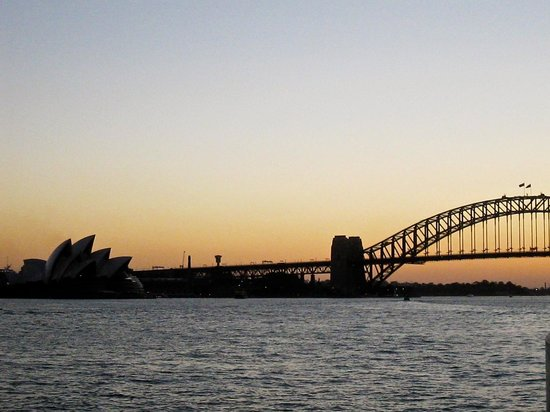 Sydney Ferries : The Harbour at Sunset