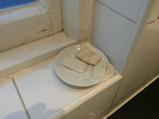 Kings Arms and Royal Hotel: Soap dish in the gents