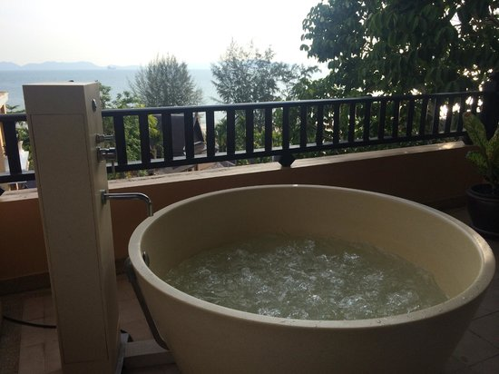 Amari Vogue Krabi: Jacuzzi with a view, room 4401