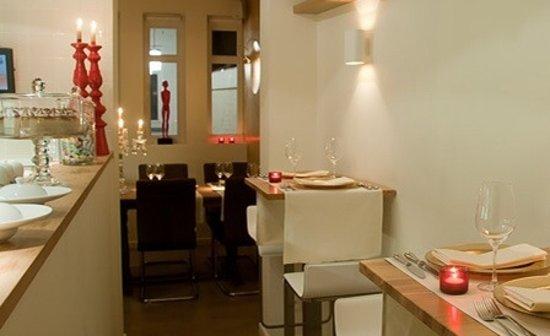 Annaloro Ristorante: Open keuken, 2 tafels van 2p