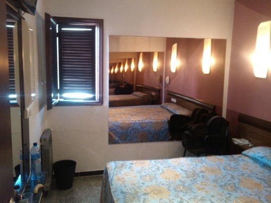 Hostal Radio Barcelona: Room
