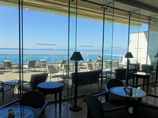 Le Meridien Lav Split: ロビーから望むアドリア海