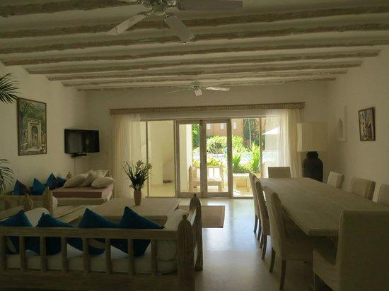 Medina Palms: Living room