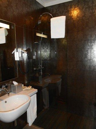 Hotel Palazzo Zichy: salle de bain