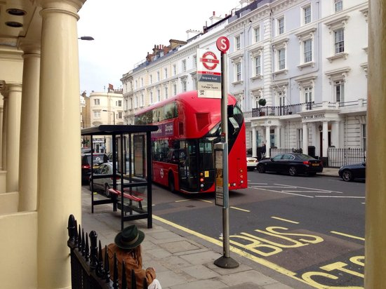 Sidney Hotel London-Victoria: Fermata bus difronte all'hotel
