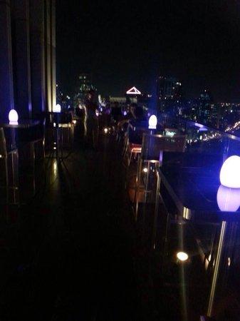 Sofitel Bangkok Sukhumvit: Roof top terrace bar