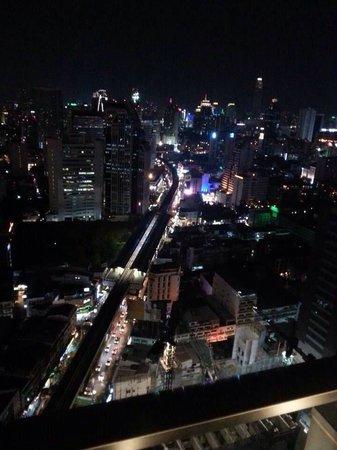 Sofitel Bangkok Sukhumvit: Amazing views from roof top terrace at night