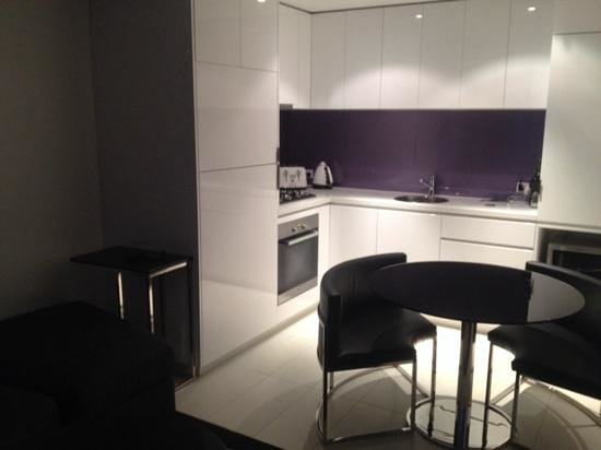 The Sebel Melbourne Docklands : Studio Deluxe Kitchen (standing in lounge)