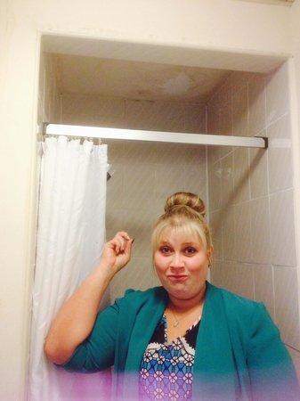 Grand Metropole Hotel: Shower