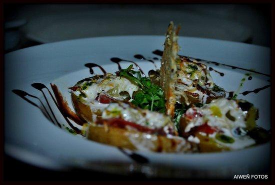 Sagardotegi-Pub Herri: patata rellena de queso y jamón ibérico con crujiente de idiazabal