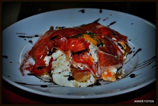 Sagardotegi-Pub Herri: huevos rotos trufados con jamón ibérico