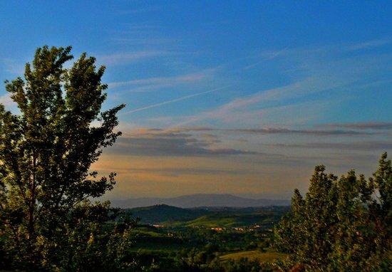 Hotel Ristorante Locanda Vento Mediceo: Vista di un romantico tramonto toscano dalle nostre camere