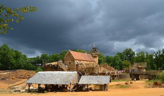Chantier Médiéval de Guédelon: Lumière sur le château