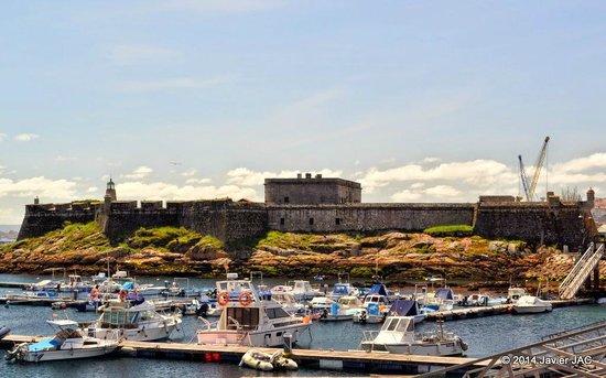 Castle of San Anton : El Castillo de San Antón es un castillo del siglo XVI que junto al hoy desaparecido Castillo de