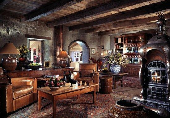 San Ysidro Ranch, a Ty Warner Property: Stonehouse Restaurant Lounge