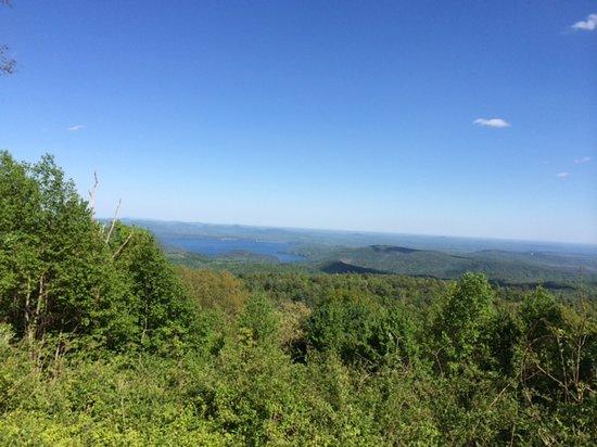 Three Pines View: Jocassee Lake