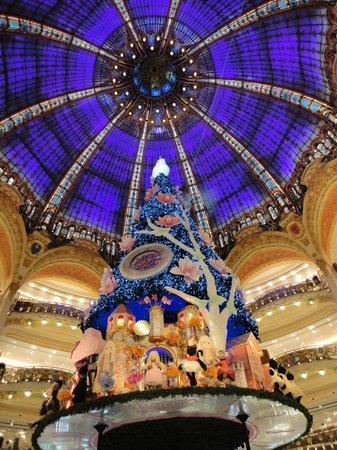 Galeries Lafayette: Елка галерии Ла Файетт
