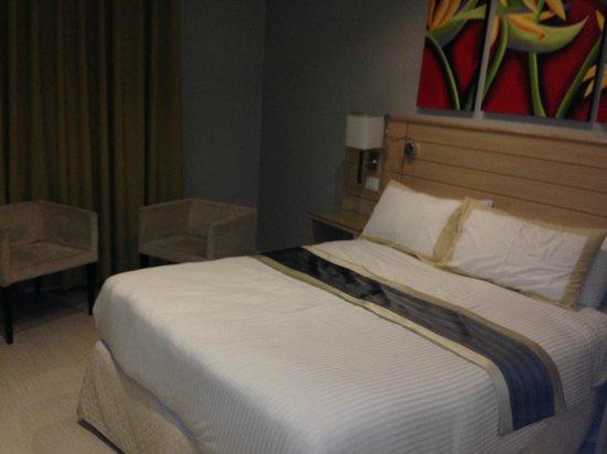 Crystal Hotel : modern room