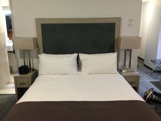 H Hotel: the bed