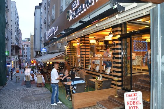 Best Nobel Hotel: garden cafe