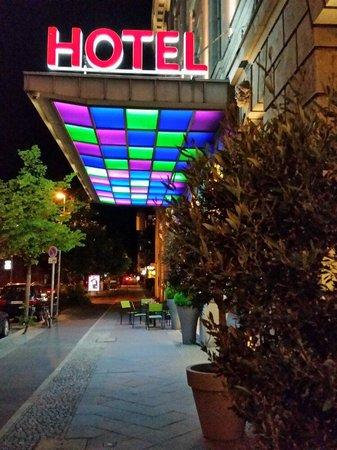 Movenpick Hotel Berlin: Eingansbereich