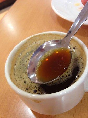 Sol Pelicanos Ocas: El café no es café... es agua sucia... esto se supone que son dos espressos