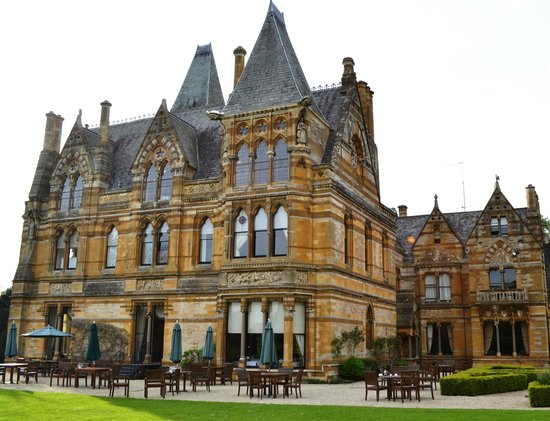 Ettington Park Hotel: View of Hotel Facade from Chapel Grounds