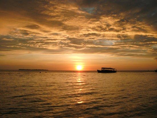 Biyadhoo Island Resort : Sonnenaufgang 6:00