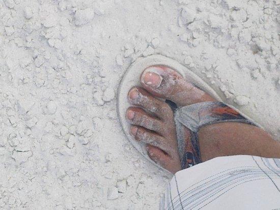 Nirwana Gardens Mayang Sari Beach Resort: The White Beach sand