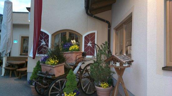 Dorfkrug: Restaurant outside