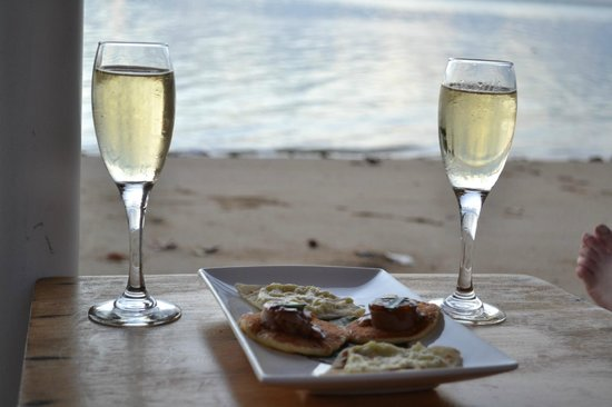Nukubati Private Island: Canapés by the beach