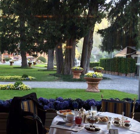 Villa d'Este: Garden outside restaurant.