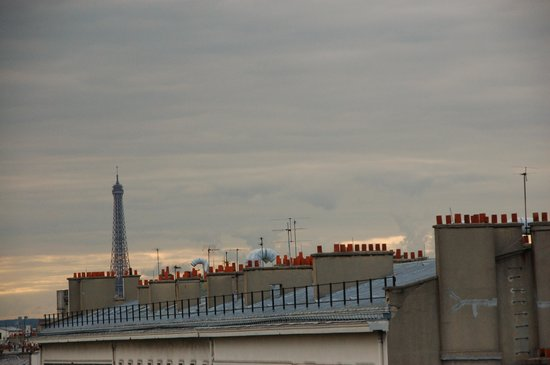 Paris France Hotel : View of Eiffel Tower from the window