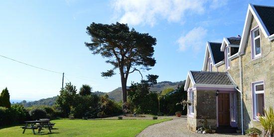 Viewbank Guest House: Enjoy superb sea views...