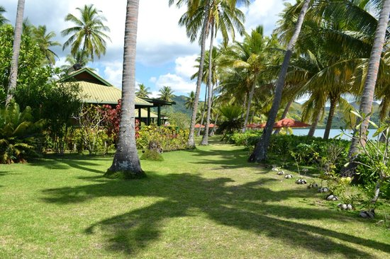 Nukubati Private Island: Walking to the pavilion