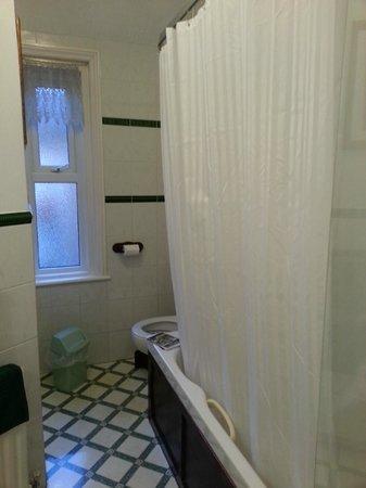 Masslink Guest House: bathroom