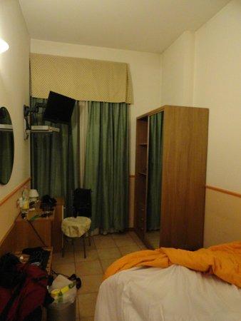 Hotel Corallo: Nice room (made untidy by us ha ha!)...