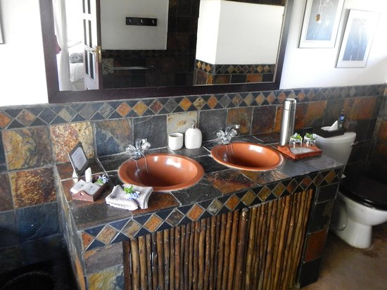 Kambaku Safari Lodge: Lovely Bathroom