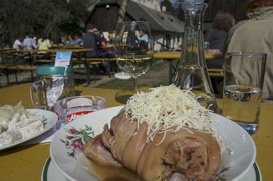 Dorfschenke : Im Gastgarten mit Knieling
