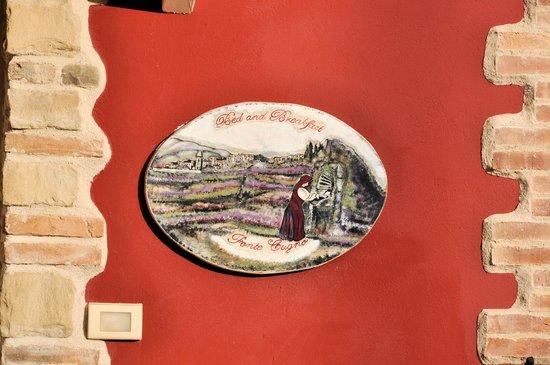 B&B Fonte Cugno : Logo in legno dipinto a mano con prodotti ecologici