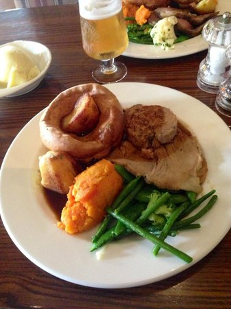 The Red Lion: Pork Sunday roast