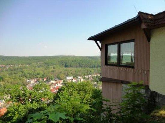 Berghotel Wilhelmsburg: Blick ins Tal am Restarant vorbei