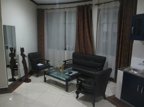 Home Inn: Sitting room 212