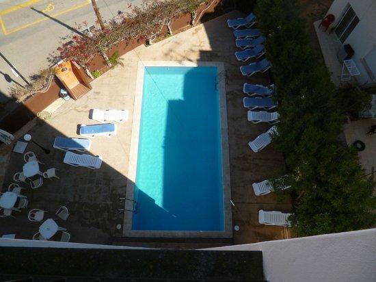 Apartaments Es Canto Bossa: vue de la piscine