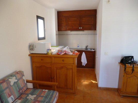 Apartaments Es Canto Bossa: coin cuisine
