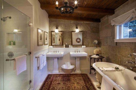 San Ysidro Ranch, a Ty Warner Property : Kennedy Cottage Bathroom